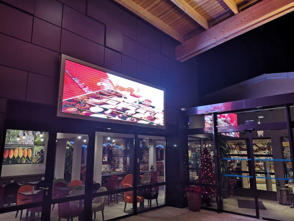 écran facade chocolaterie