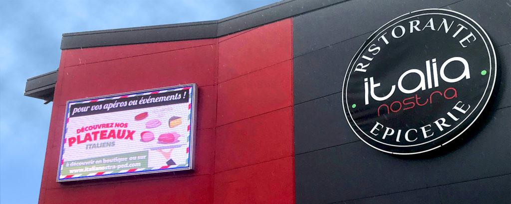 ecran géant façade de restaurant