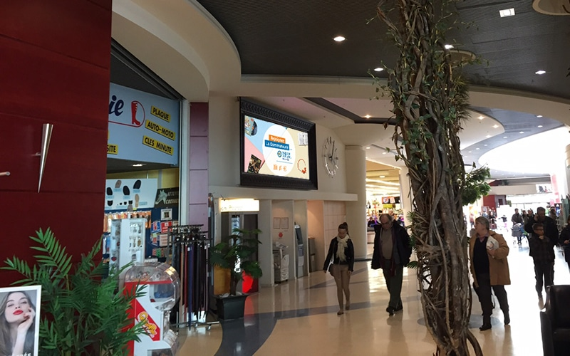 écran géant intérieur galerie marchande