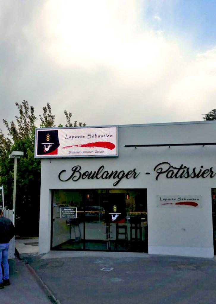 écran en façade boulangerie