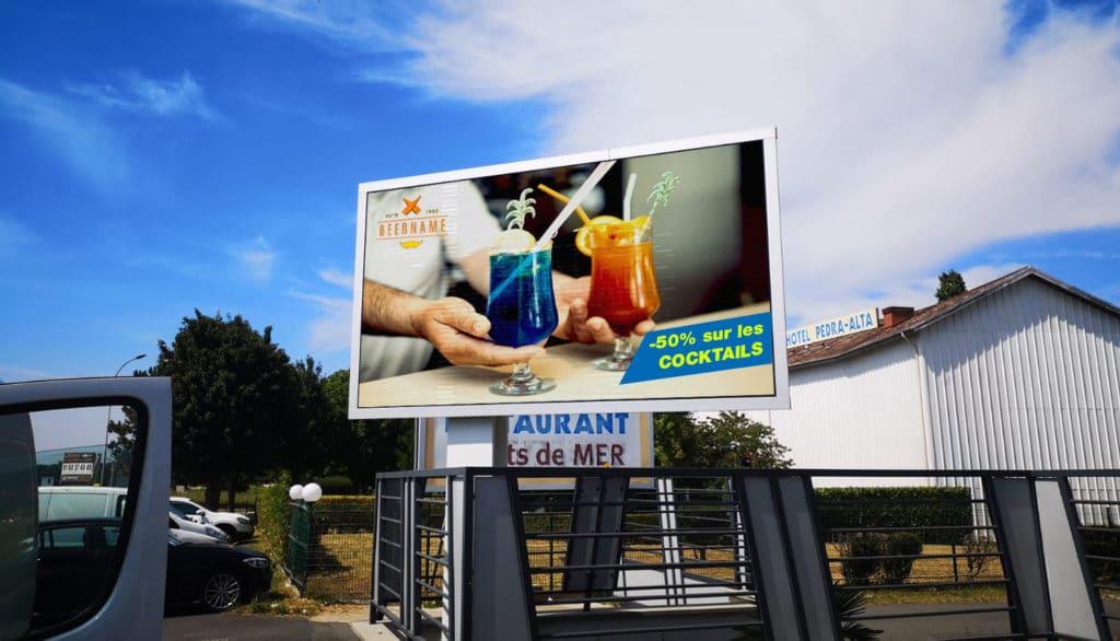 écran affichage publicitaire extérieur