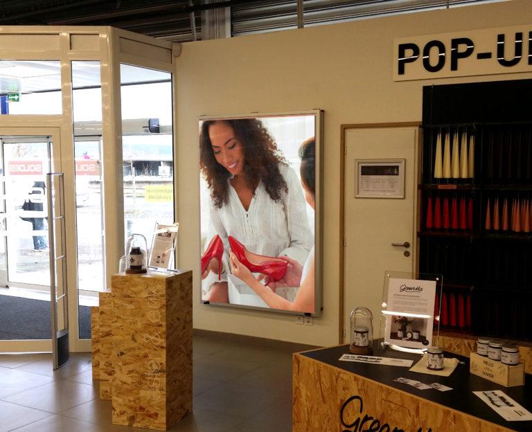 Ecran intérieur magasin chaussure